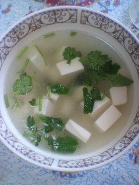 中国人が作る香菜豆腐スープ
