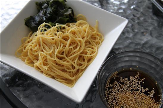 海外なら、パスタを使って中華麺!