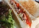 アボカドと豚肉のサンドイッチ