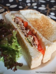 アボカドと豚肉のサンドイッチの写真
