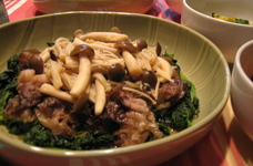牛肉とほうれん草の和風きのこソース