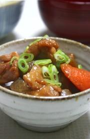鶏肉とこんにゃくと根菜の味噌煮の写真