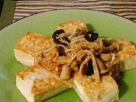 *豆腐ステーキ・きのこバターソース
