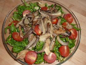 ルッコラと平茸のサラダ
