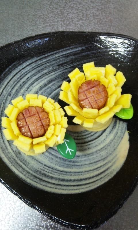 お弁当(キャラ弁)にウインナーと卵でお花