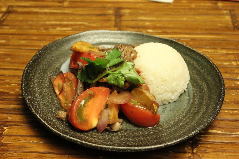 ロモサルタード ペルー料理 炒め物