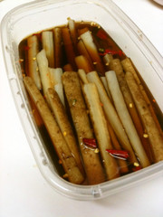 我家の常備菜「ごぼうのピリ辛漬け」の写真