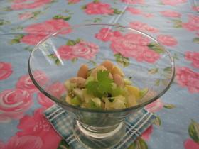 アーティーチョーク、セロリ、豆のサラダ