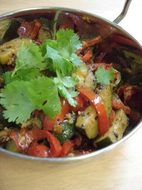 ズッキーニとパプリカの野菜炒め:サブジ