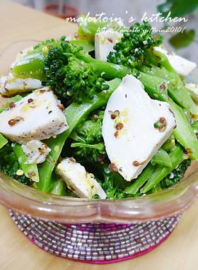 鶏ハムと緑の野菜の粒マスタード和え