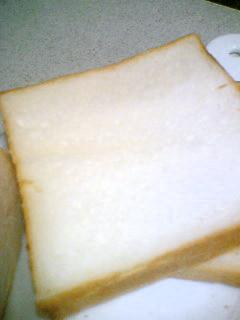 手捏ねで生クリーム食パン&丸パン