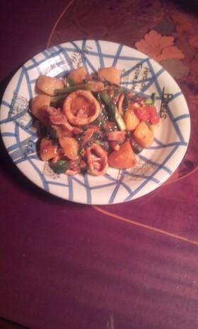 簡単イカとジャガ芋とトマトとニラ炒め