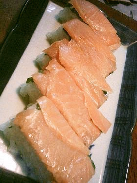 とっても簡単!タッパーで作る⇒スモークサーモンの押し寿司♪