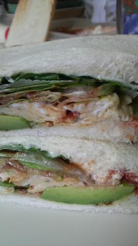 アボガドとふわふわ卵のサンドイッチ☆