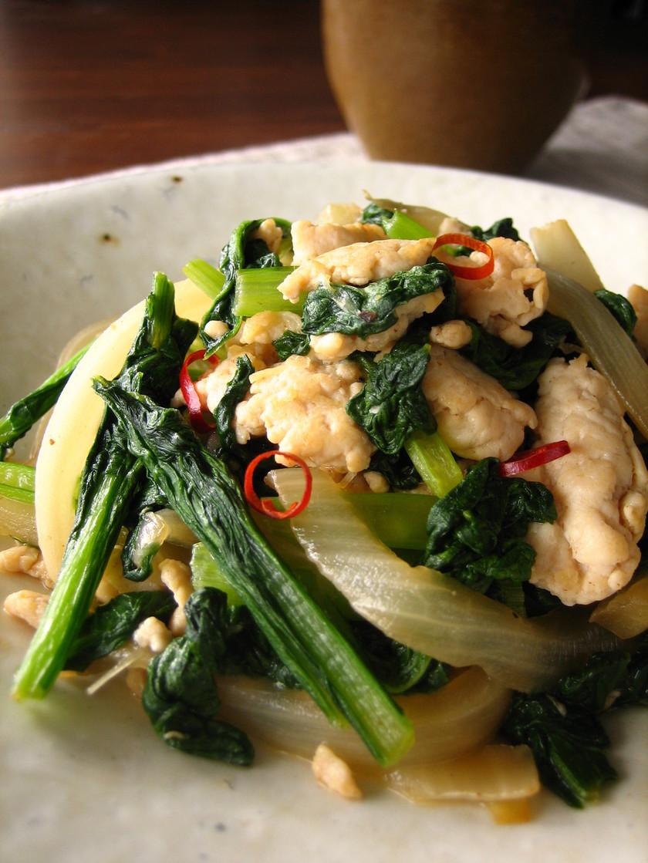 鶏挽肉と小松菜のエスニック炒め