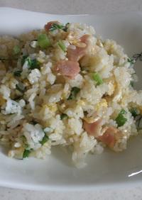 セロリの葉とベーコンの炒飯