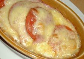 すごくおいしい!ハムとトマトのチーズ焼き