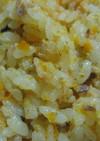 あけぼのさけ缶で作るニンジン炊き込みご飯