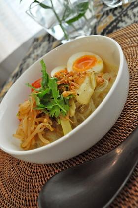 バリ料理ソトアヤム簡単チキン春雨スープ