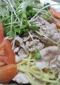 サラダドレッシングで豚しゃぶサラダ麺