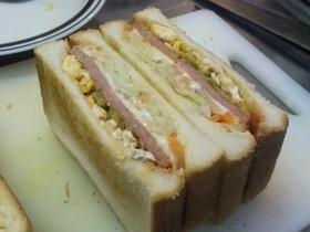☆うちのサンドイッチは豪快☆