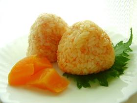 ピリ辛鮭マヨおにぎり