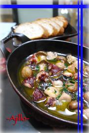 タコとキノコのアヒージョ(オイル煮)の写真
