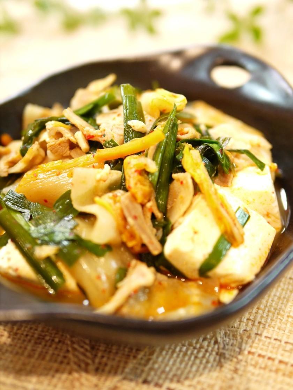 ニラと豆腐でキムチ煮♪