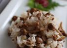 梅で食べるしめじと挽肉の混ぜごはん