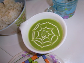 ハロウィン☆クモの巣グリーンピーススープ