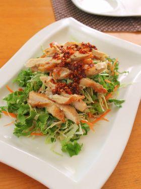 チキンと食べるラー油の絶品サラダ