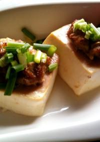 スパイシーな肉のせグリル豆腐