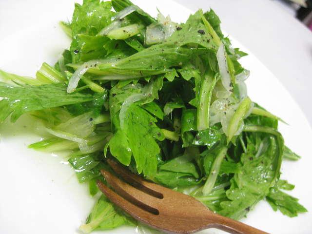 セロリ 葉っぱ サラダ