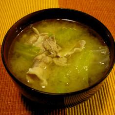 豚バラの薄切り肉とキャベツのお味噌汁