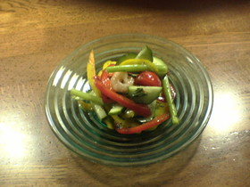 生バジルとエビ、パプリカのサラダ