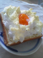 【簡単】卵白消費に♪雪山トースト【朝食】の写真