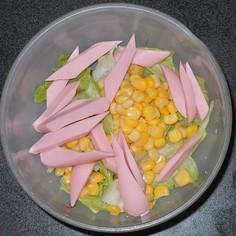 魚肉ソーセージ&コーン&レタスのサラダ