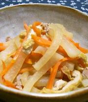 大根・人参・油揚げでほっこり味の煮物の写真