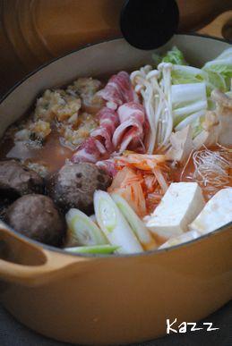 胡麻キムチ鍋(主役は鶏団子)