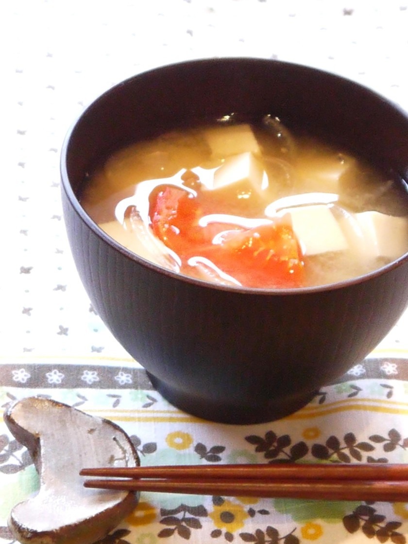 栄養満点☆トマトと豆腐の味噌汁♪