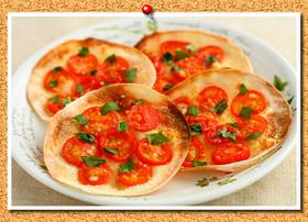 クリスマス♪餃子の皮deトマトハジルピザ