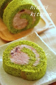 抹茶とあずきのロールケーキの写真