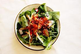 ほうれん草とラディッシュのサラダ。