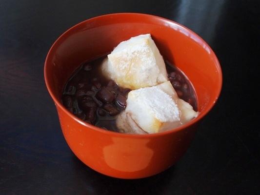小豆から作る餅入りおしるこ(ぜんざい)