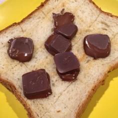チョコ on the 食パン