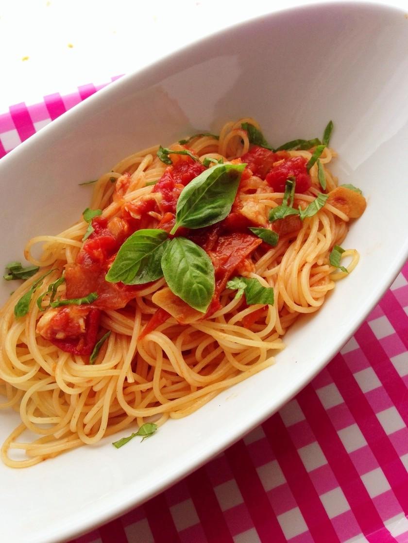 大人気!トマトとチーズの簡単パスタ♪