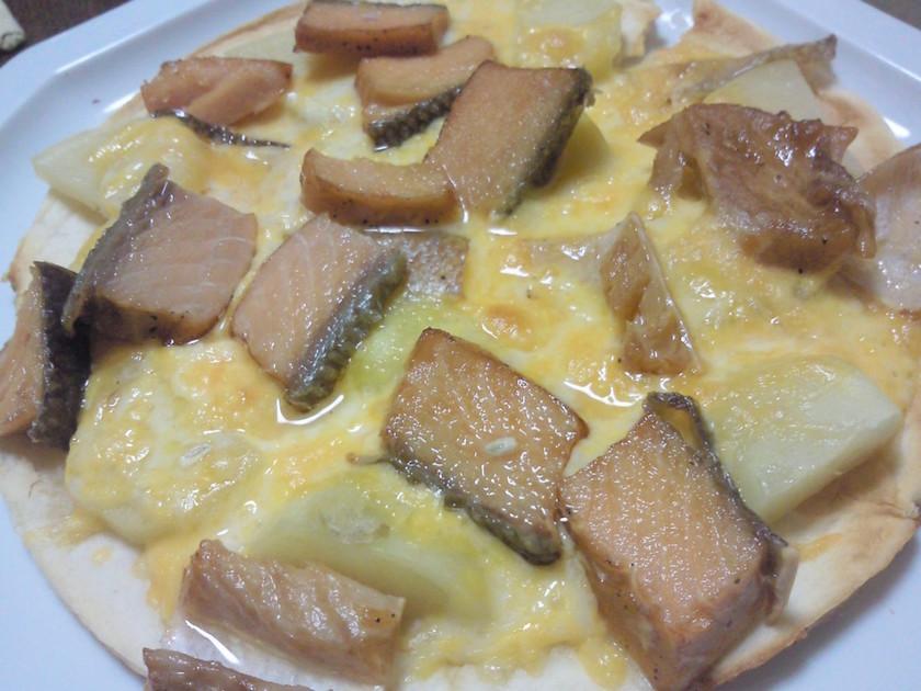 焼き鮭とポテトの簡単ピザ♪