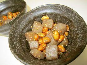 こんにゃくと節分豆(炒り豆)の甘辛和え