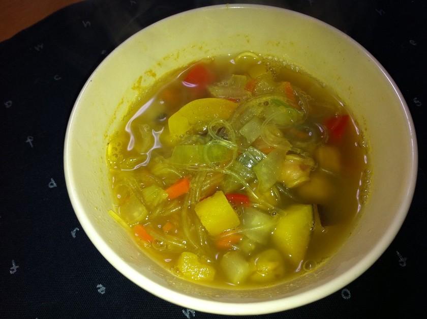 野菜一杯スパイシー春雨スープ