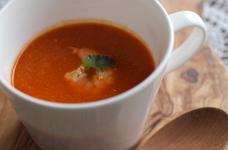 海老とトマトとにんじんのスープ。